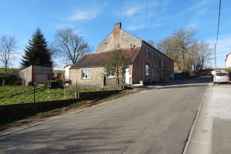 Au Fil du Temps gîte  rural 3 épis ,calme, nature - Walcourt - Casa