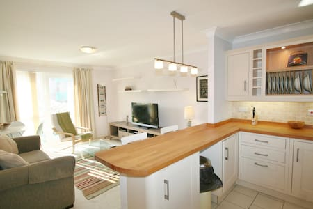 Stylish Seaside Apartment in Swansea Marina - Swansea