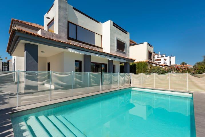 Lujosa villa de 500m2 parcela con piscina, jacuzzi