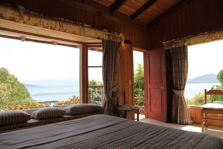 Patagonia Mermaid House (Queen's Room)
