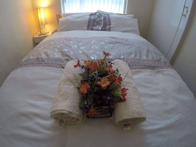 Comfy & Clean Private Bedroom in Southside Glasgow
