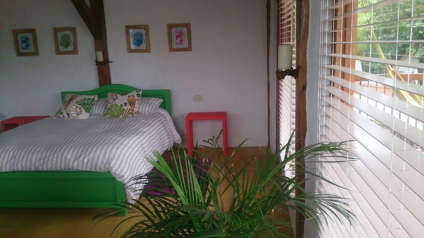 dormitorio vista desde la cocina