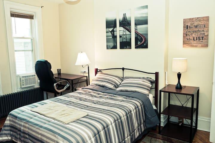 Traveler's Room - Lark St Albany