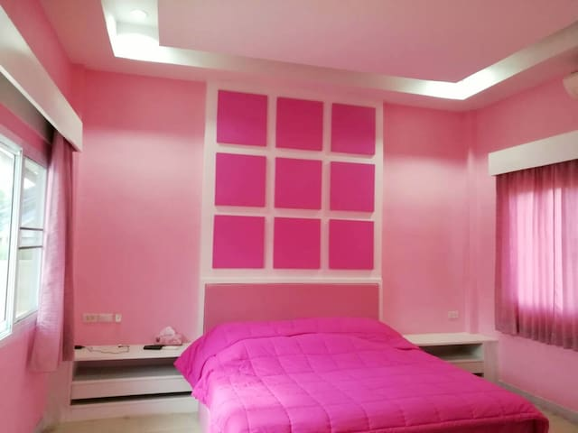 K House - Pinky Room