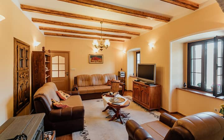 ☆City getaway☆  Completely renovated country house