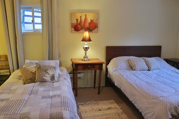 Double Bed and Single Bed in Quiet Village Home