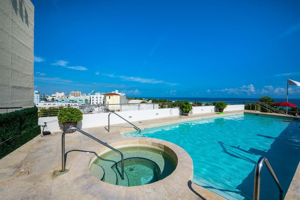 rooftop pool with jacuzzi
