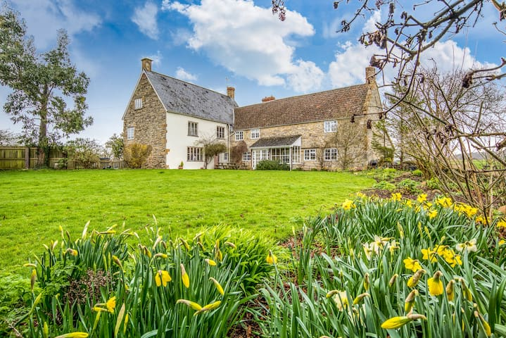 Meare Court, Old Somerset Farmhouse, sleeps max 14 - Taunton - Huis