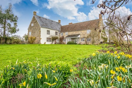 Meare Court, Old Somerset Farmhouse, sleeps max 14 - Taunton - บ้าน