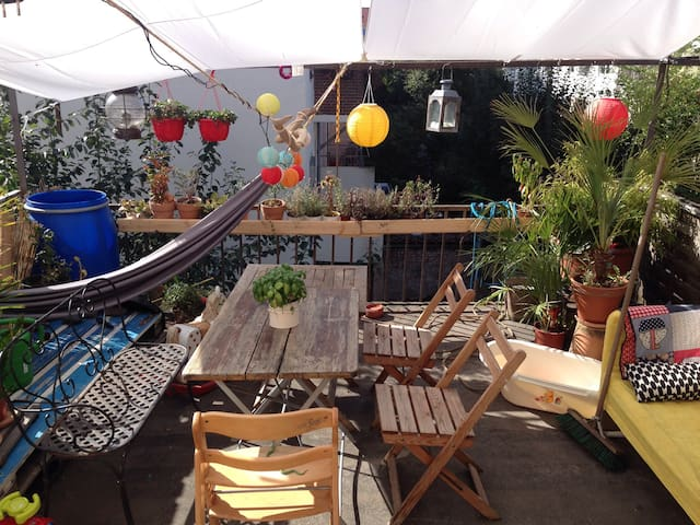 Fire truck bed, close airport and city centre - Bremen - Apartment