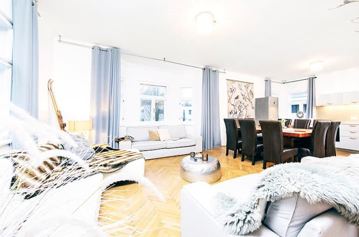 Townhouse Salzburg, prime location, garden, < 16 p