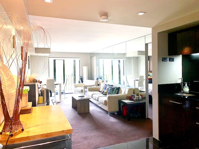 Vibrant city living in the heart of Potts Point