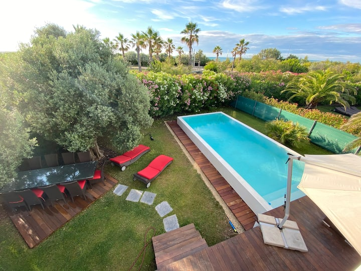 Luxury Villa 8-10 p. 1st line on the sea in Sete