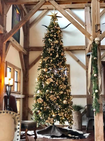 Throughout the Christmas season at Legacy Ranch, you & your guests will be in awe with this sparkling & beautifully decorated 12' tree! Each and every room in this historic barn is decorated with the magic of Christmas just for you!