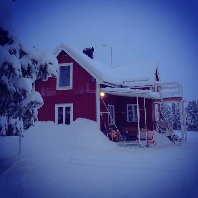A small, cosy house close to the Torne river. 10 minutes walk to famous Ice Hotel.