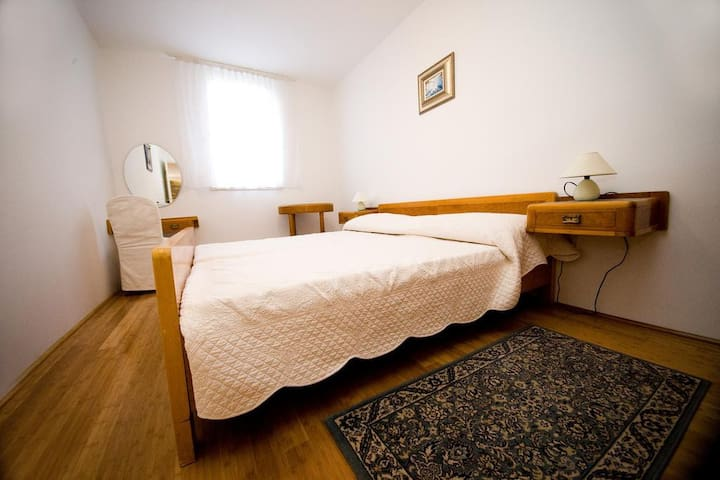 """""""The apartment was great! It was a perfect location, super clean and slept our group of 4 perfectly. Check-in/check-out was super easy with quick communication"""", Sam May 2017."""