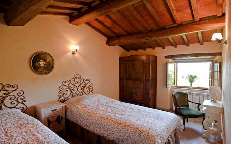 Twin bedroom with private bathroom - Toscana - Bed & Breakfast