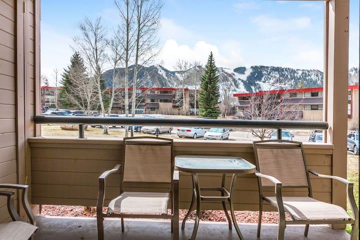Aspen Mt. Condo, 3 Min to Shuttle - Aspen - Apartment