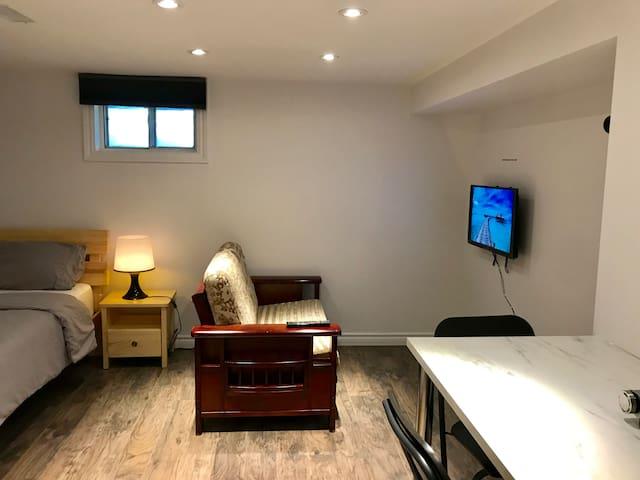 Private Studio Apartment in Toronto FREE PARKING