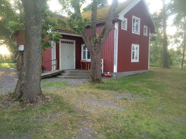 Lantligt och naturligt gammelhus - Gnesta - House