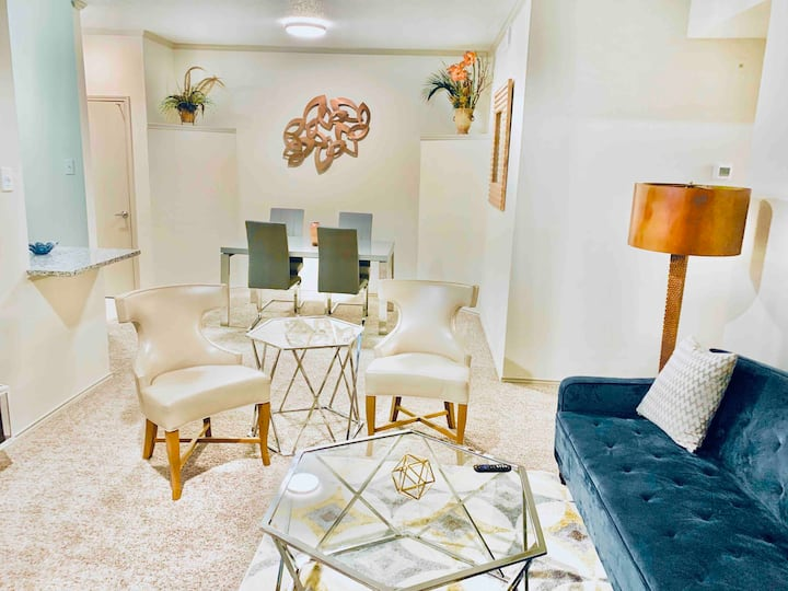 **The Champagne Suite in Valley Ranch**