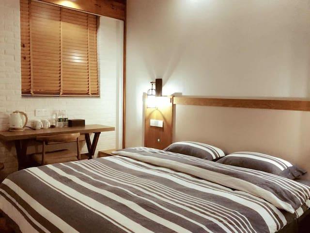 干净明亮的卧室102