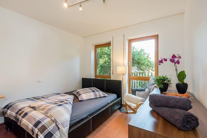 Ruhiges Zimmer mit Frühstück & Parkmöglichkeit