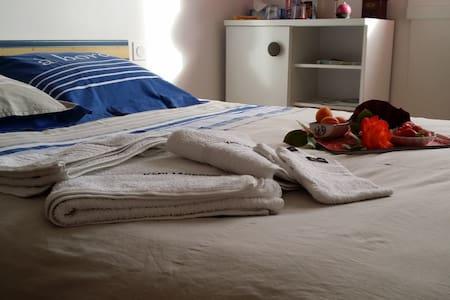 Chambre à louer chez l'habitant, p.déj compris - Saint-Pol-de-Léon - Guesthouse