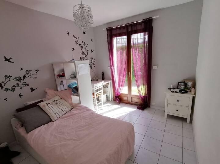 Chambre privée dans maison avec jardin