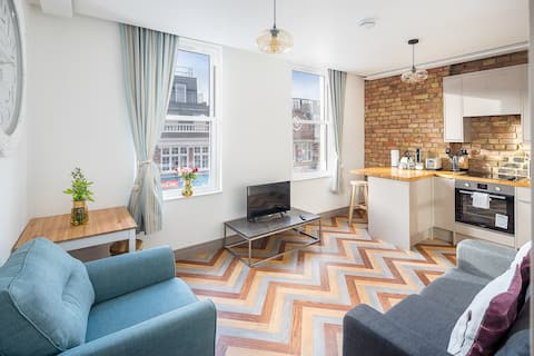 Entire modern flat -  easy reach of Little Italy