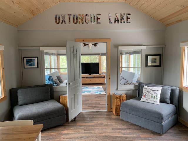 Lakefront cottage on Oxtongue Lake near Algonquin