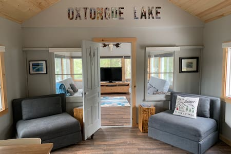 Lakefront cottage on Oxtongue Lake near Algonquin