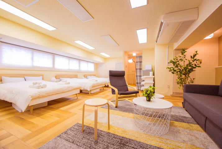 Walkable to Roppongi! Spacious Studio for 8ppl!
