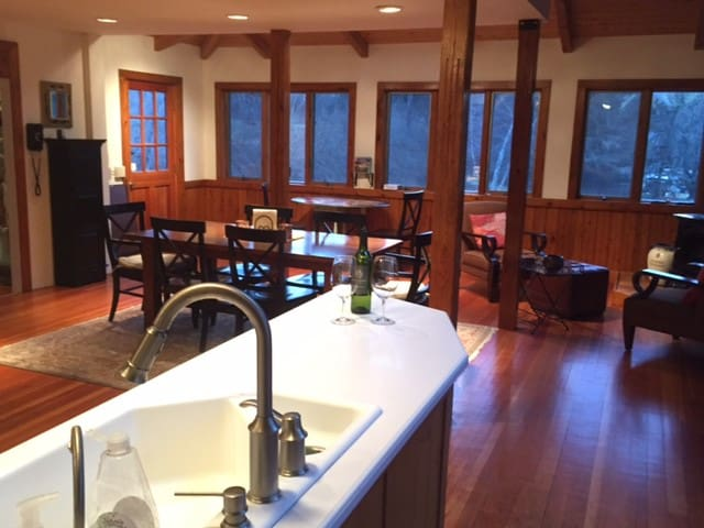 Summer retreat, great for family and friends. - New Marlborough - Cabin