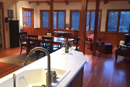Ski Cabin getaway, great for family and friends. - New Marlborough