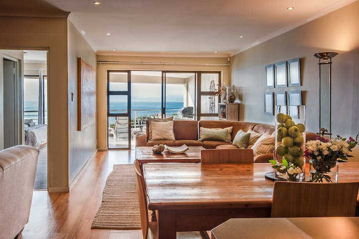 Stunning 3-bedroom seafront apartment in De Kelders near Gansbaai and Hermanus