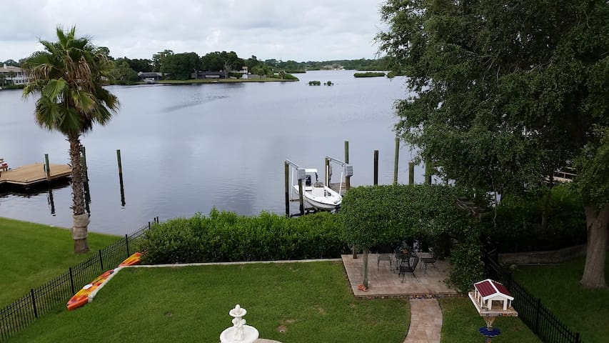 Spacious Waterfront Home - 4BR/4BA, sleeps 8, Pool