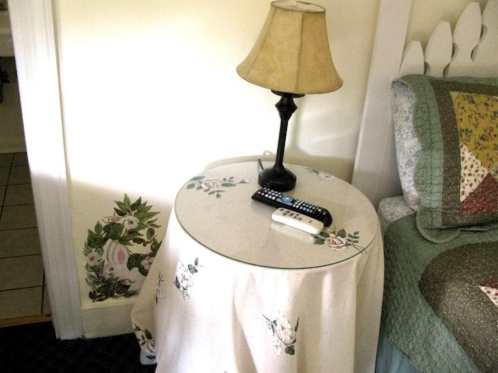 Chimney Rock Inn - Room 5