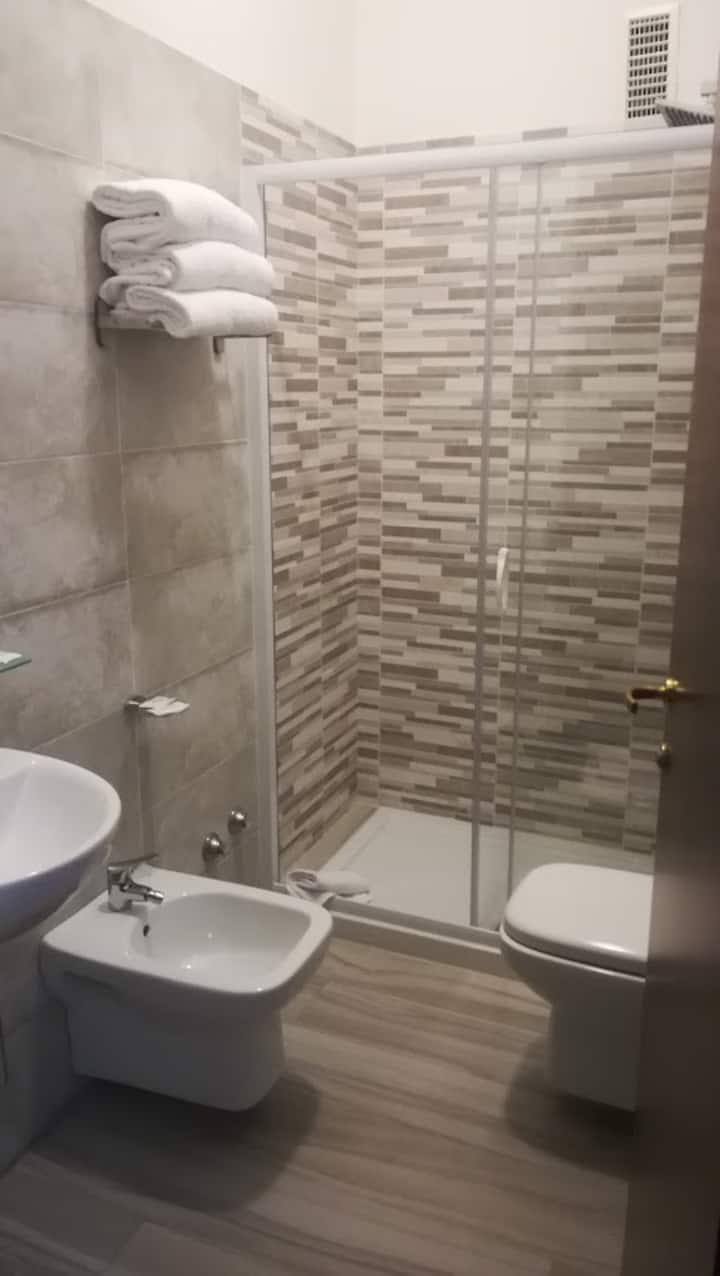 zona tranquilla, camera con bagno, parcheggio