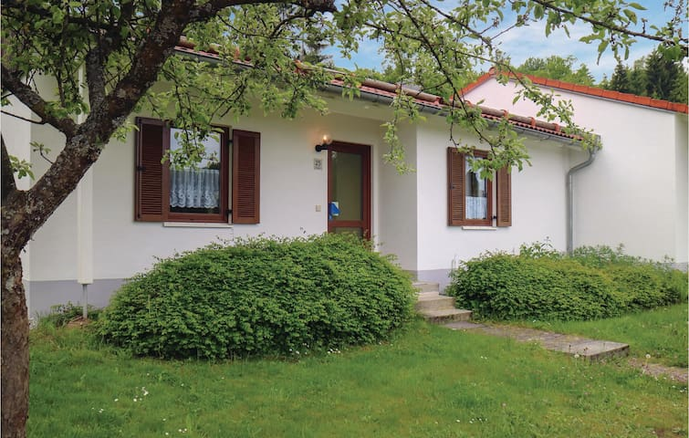 Terraced house with 2 bedrooms on 70 m² in Falkenstein