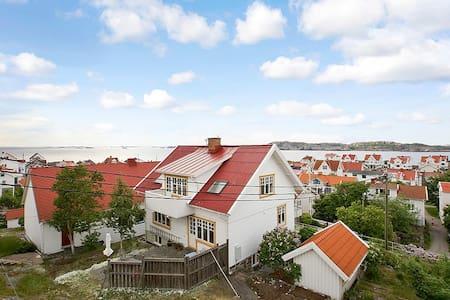 Captain`s residence in Åstol - Åstol - Huis