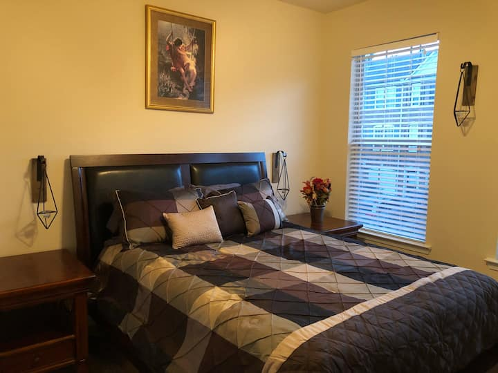 Country Themed Getaway in Buford GA, next to Mall