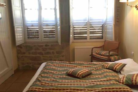 Chambre et entrée Privée au centre de St Gervais