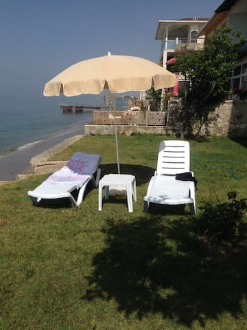 Seaside 2 Bedroom Apartment With Private Beach - Büyükçekmece - Leilighet