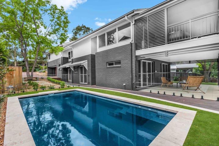 HUNTER TREEHOUSE || Luxury golf resort residence