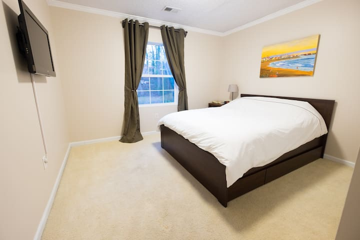 A quiet, private room with many shared amenities - Smyrna - Talo
