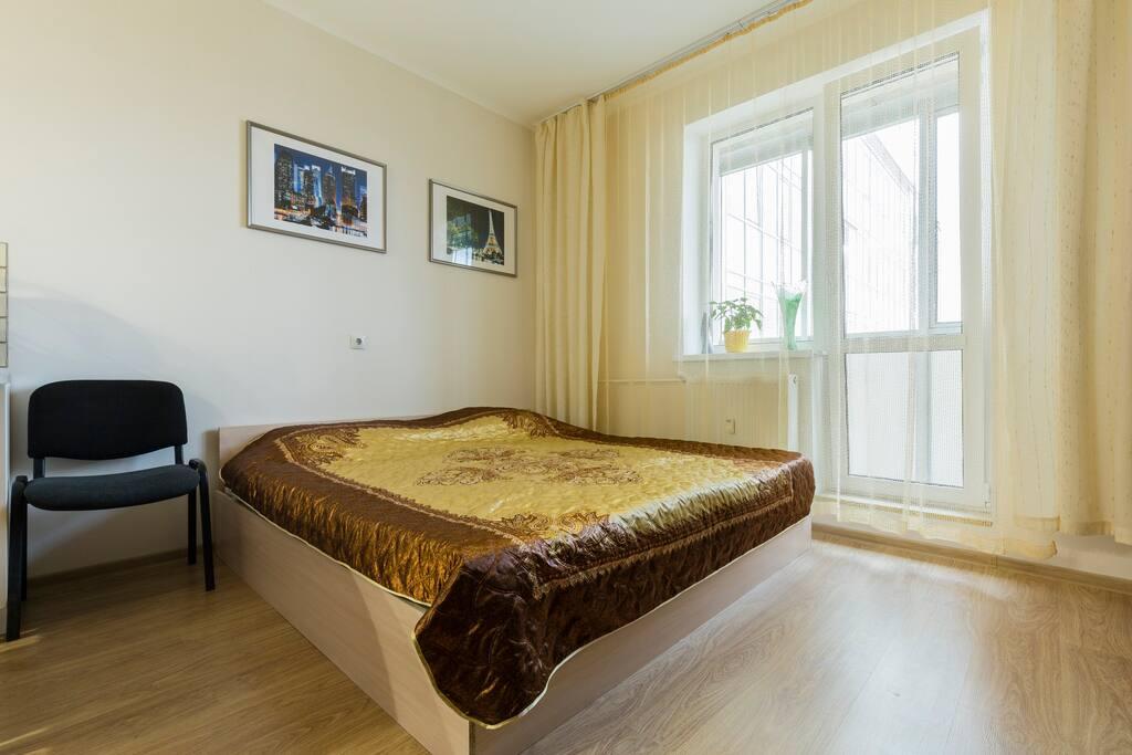 огромная кровать king-size