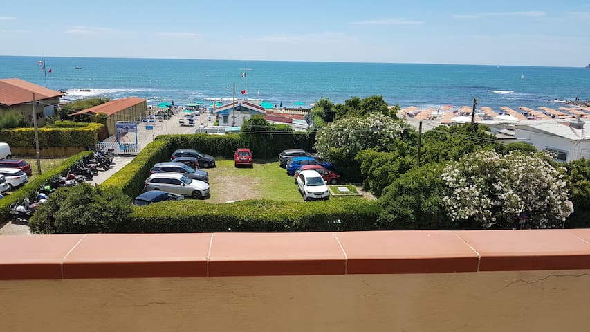Beautiful 4-Room Apartment in Marinella di Sarzana with Sea View, Wi-Fi & balcony; Parking Available