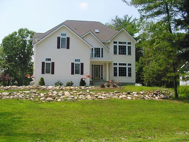Saratoga Lake,8 mins to Saratoga.25 mins airport, - Ballston Spa - House