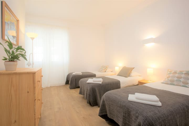 Ericeira center - triple room w/ private bathroom